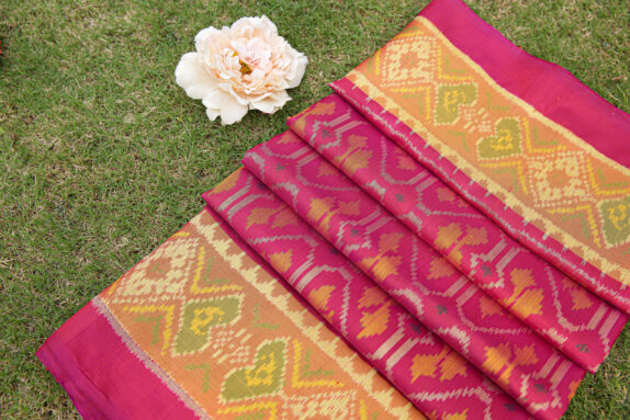 HANDWOVEN RANI PINK SINGLE IKAT SAREE